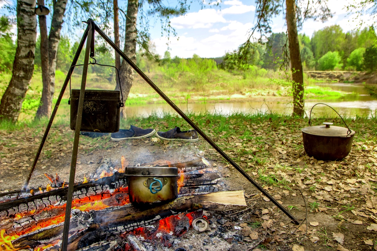 Camping//Travel Cookware Andes Dutch Oven Steel Tripod with Hanging Chain /& Hook